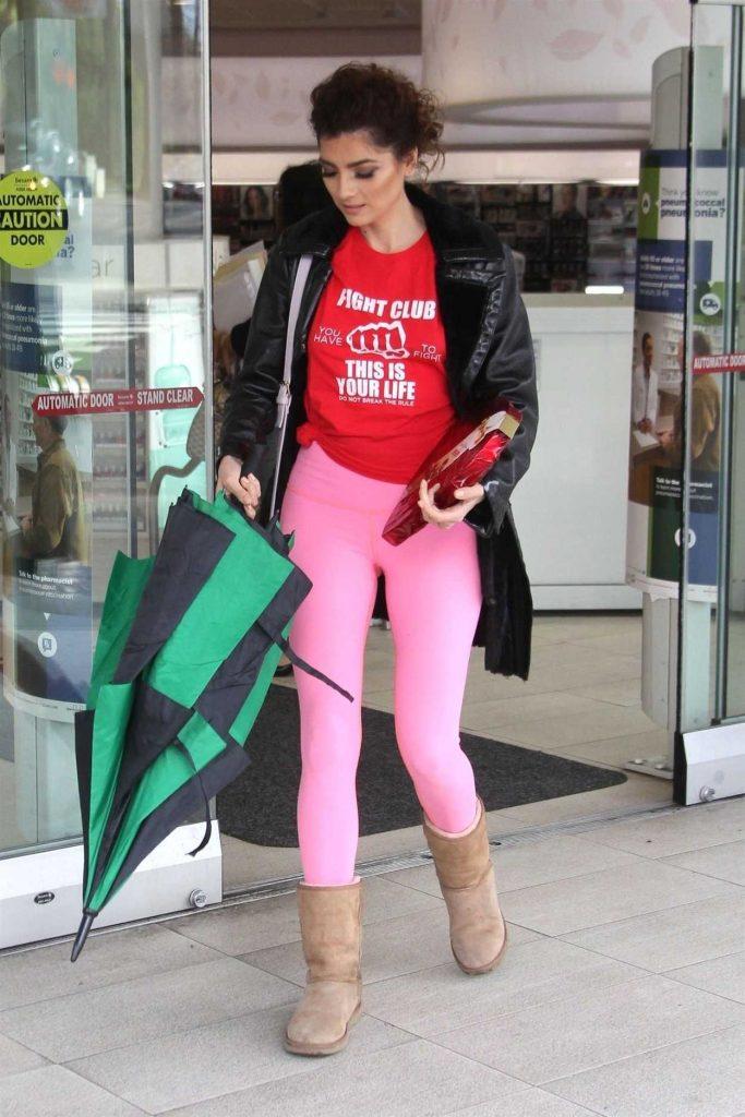 Blanca Blanco in a Pink Leggings
