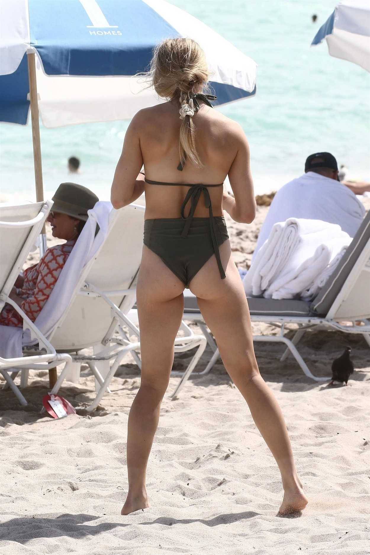Eugenie Bouchard In A Black Bikini On The Beach In Miami