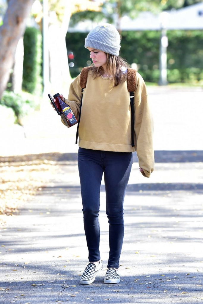 Rachel Bilson in a Gray Knit Hat