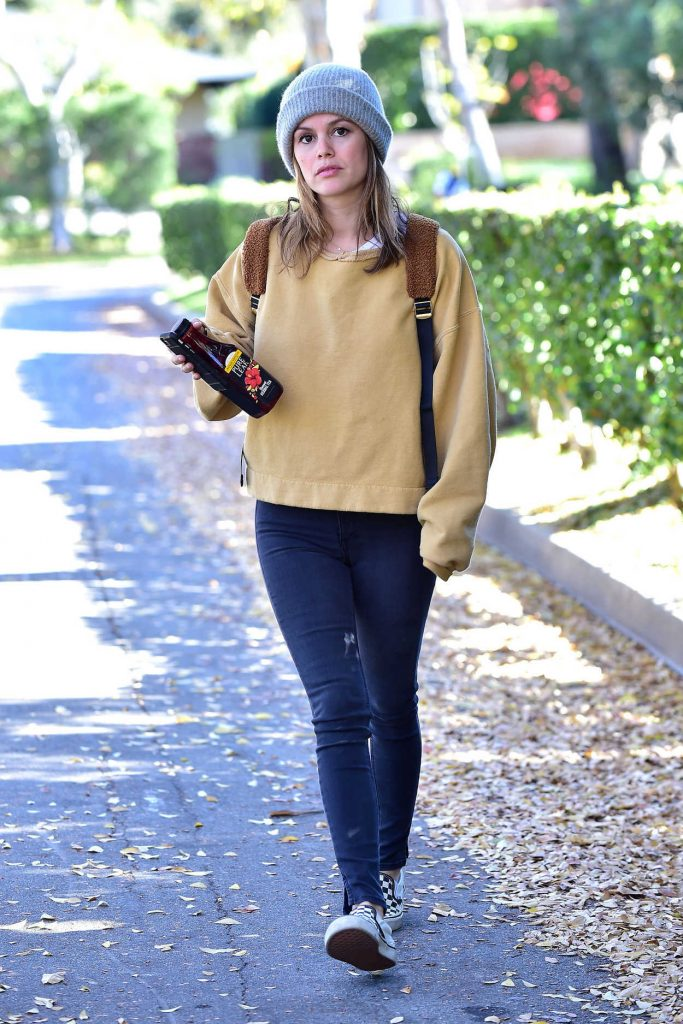 Rachel Bilson in a Gray Knit Hat