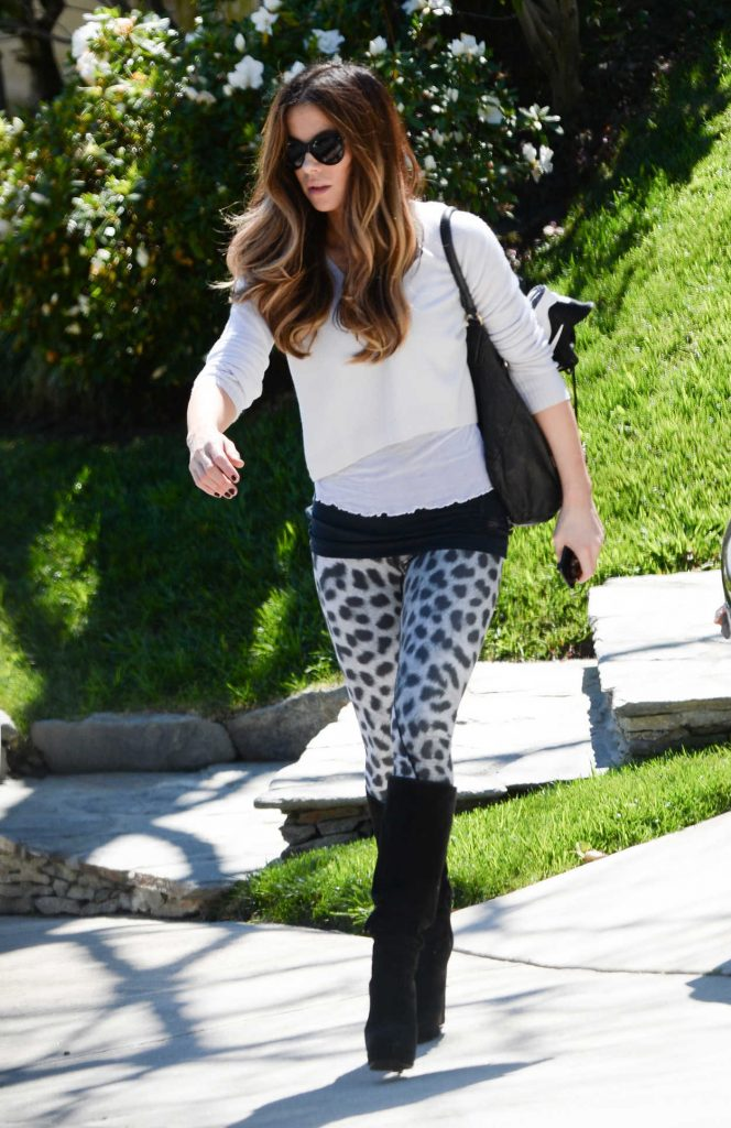 Kate Beckinsale in a Leopard Print Leggings
