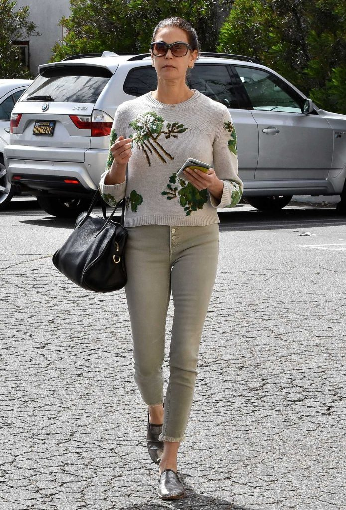Teri Hatcher in a Gray Jeans