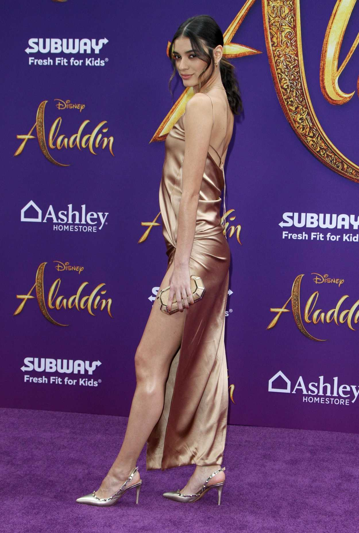 Laysla De Oliveira Attends Disney's Aladdin Premiere in