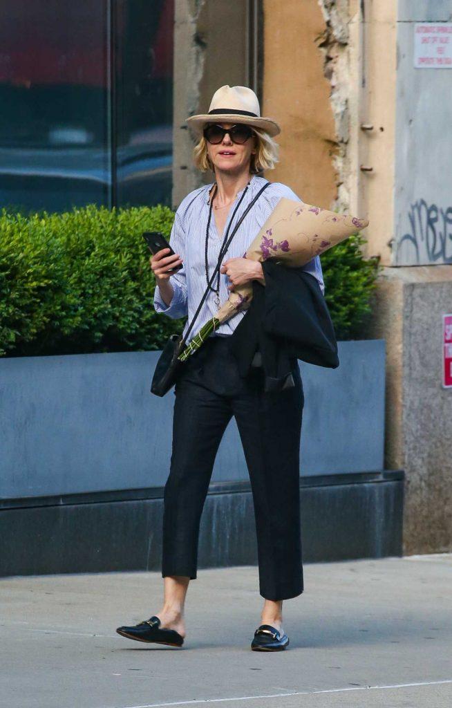 Naomi Watts in a Beige Hat