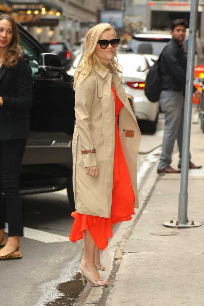 Reese Witherspoon in a Beige Trench Coat
