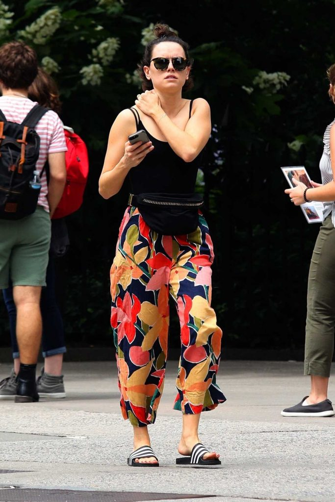 Daisy Ridley in a Floral Print Pants