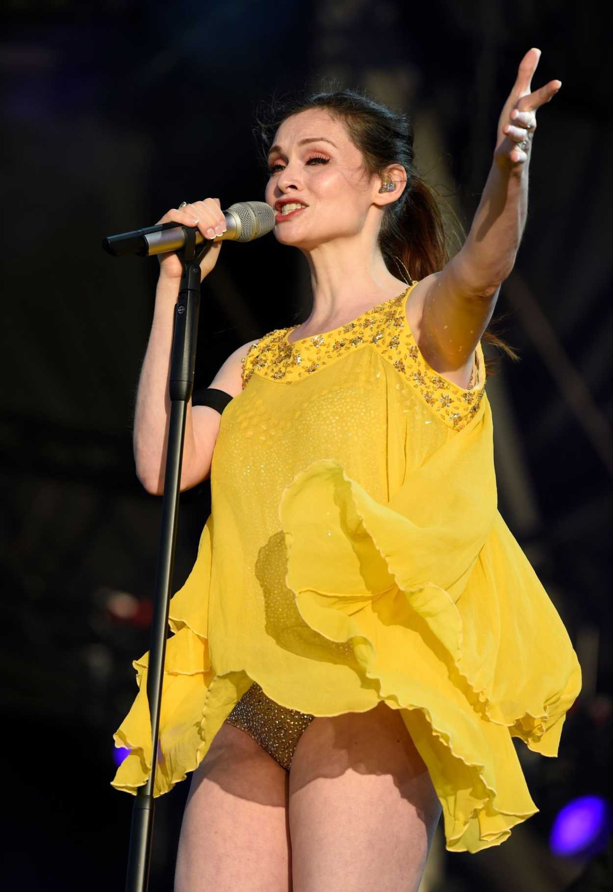 Sophie Ellis-Bextor in a Short Yellow Dress Performs at