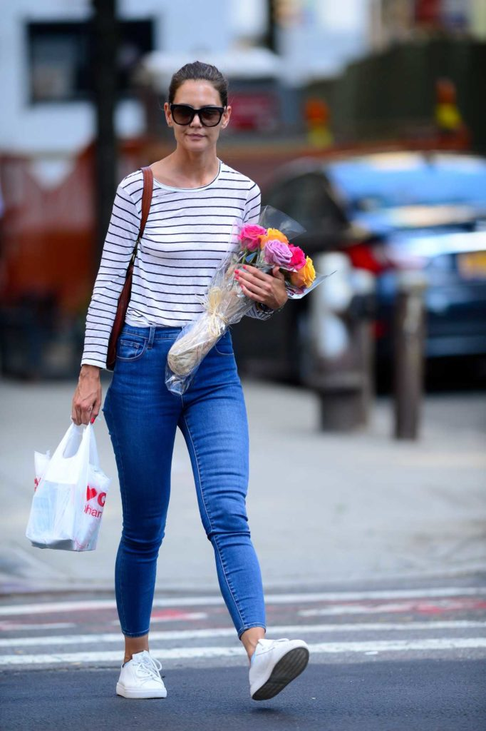 Katie Holmes in a Striped Long Sleeves T-Shirt