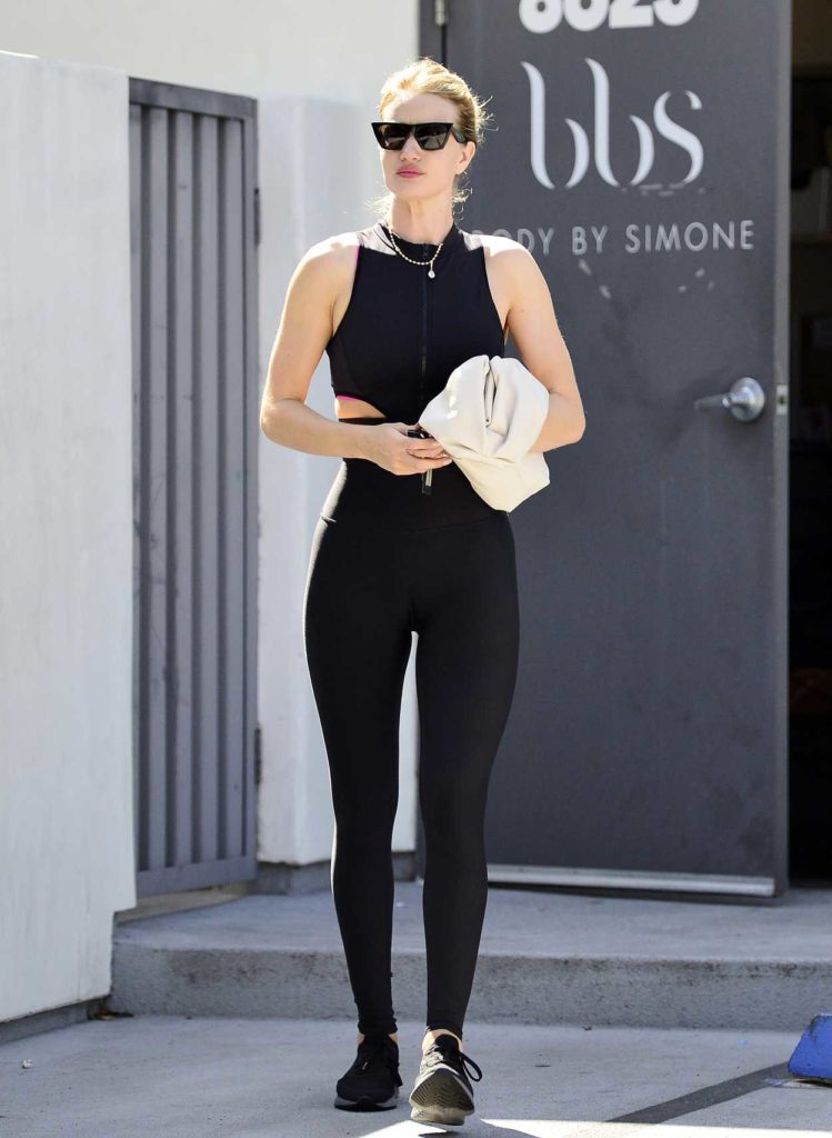 Rosie Huntington-Whiteley in a Black Leggings