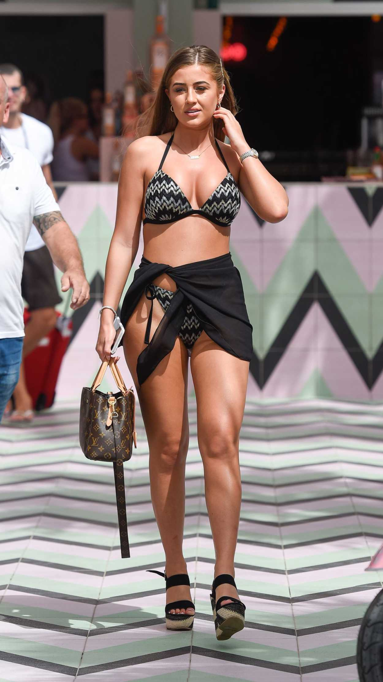 Nude photos Which celebrities are shaved