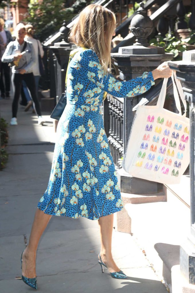 Sarah Jessica Parker in a Blue Floral Dress