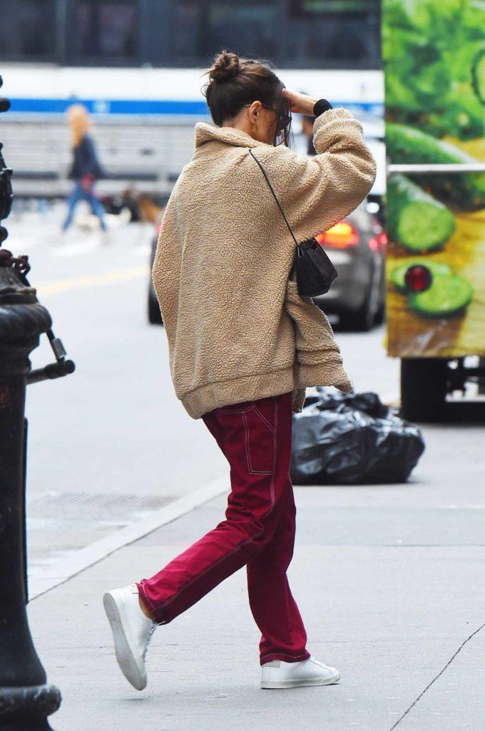 Emily Ratajkowski in a White Sneakers