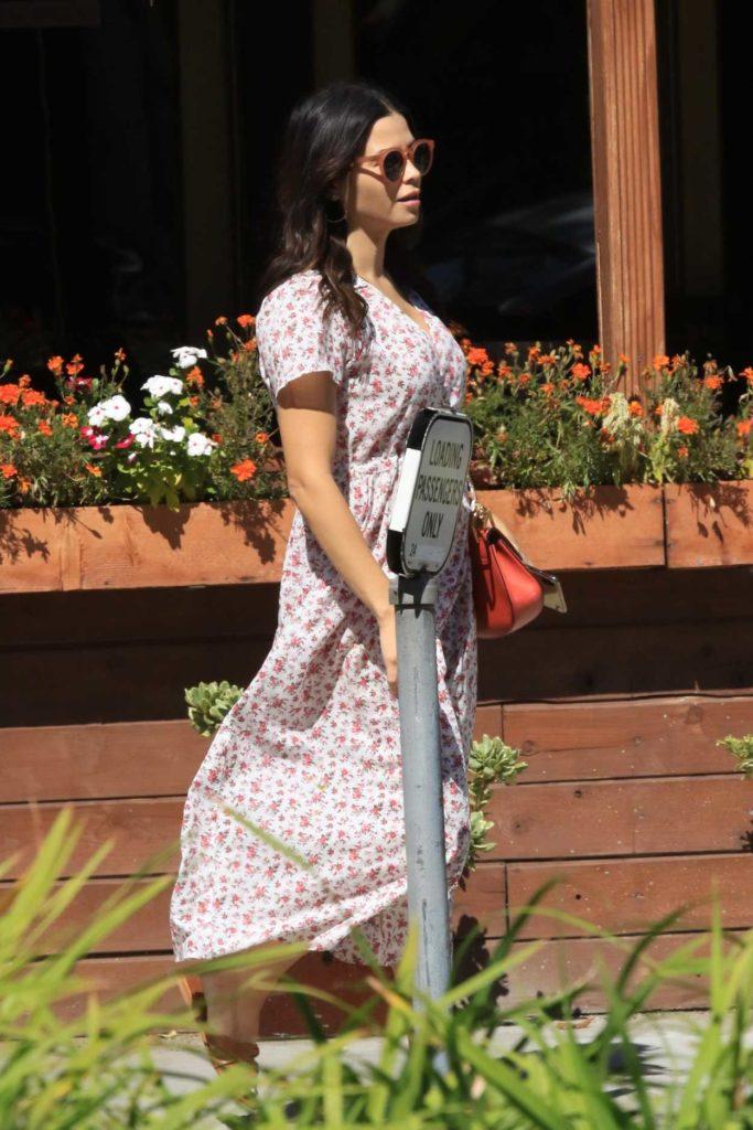 Jenna Dewan in a White Floral Dress