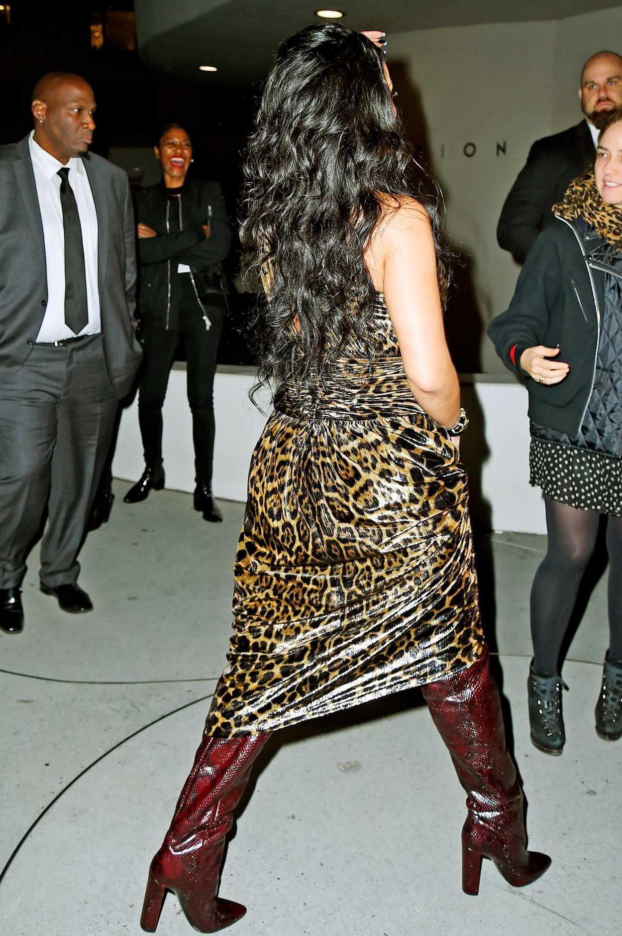 Rihanna new video twerking