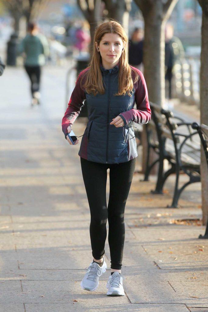 Anna Kendrick in a Black Leggings