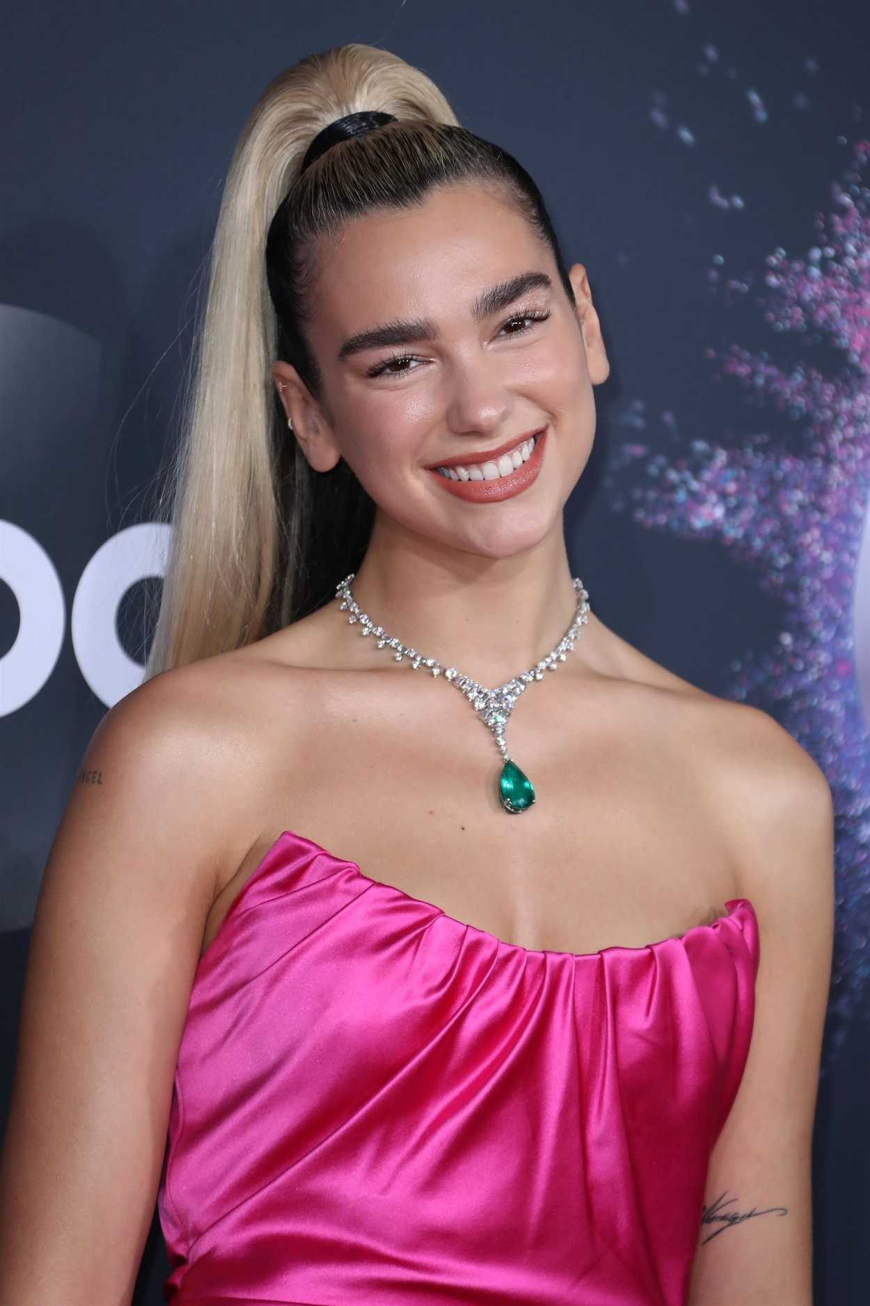dua lipa attends the 2019 american music awards at