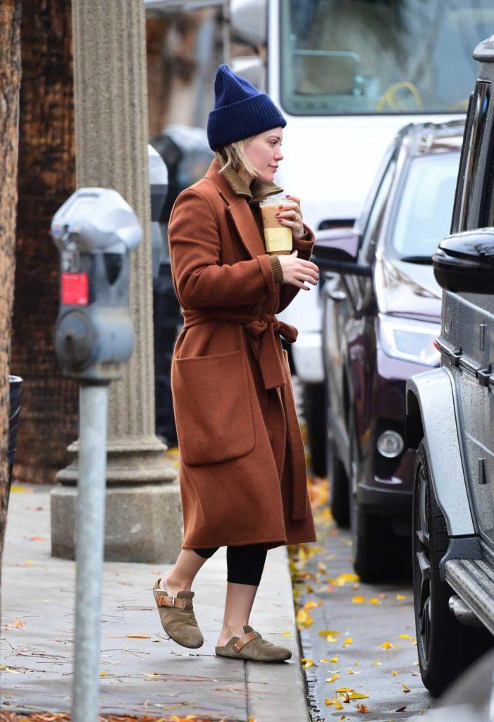 Hilary Duff in a Blue Knit Hat