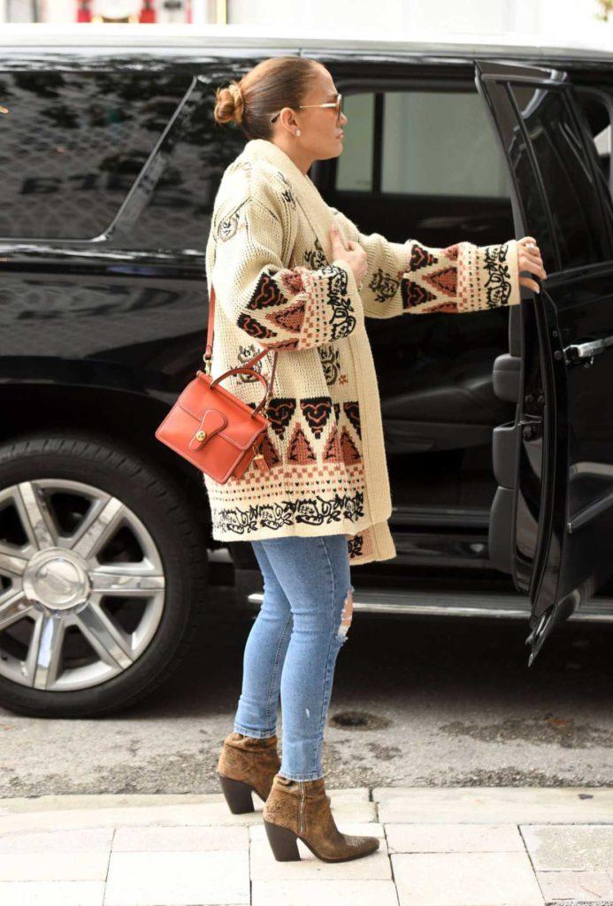 Jennifer Lopez in a Blue Ripped Jeans
