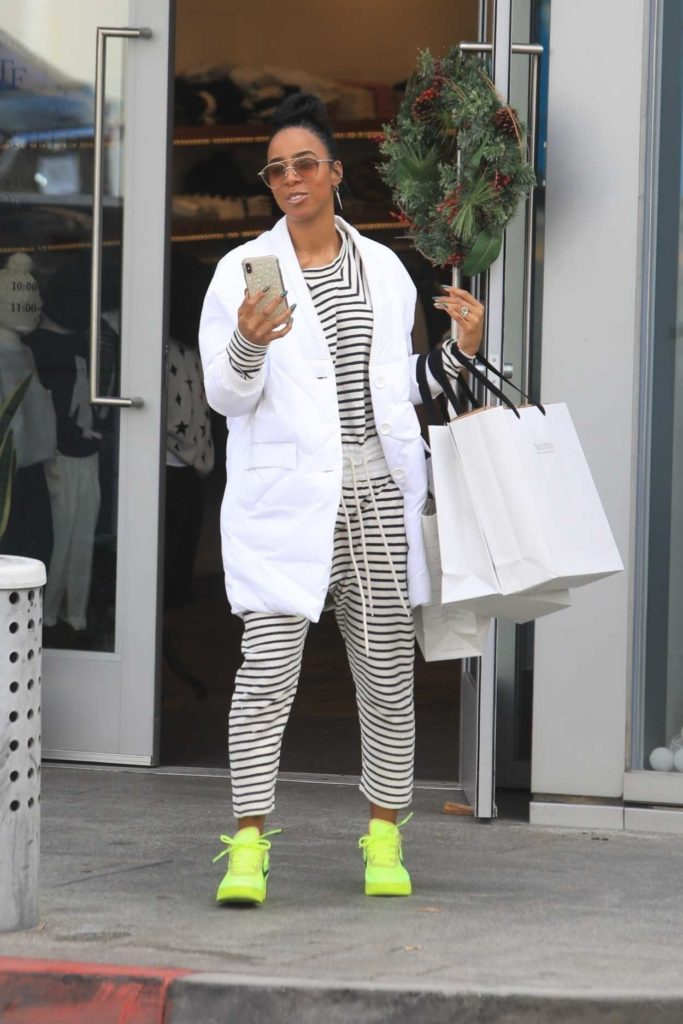 Kelly Rowland in a Neon Green Sneakers