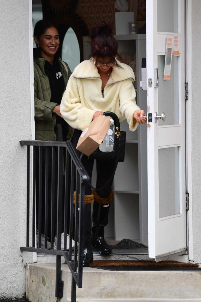 Sarah Hyland in a Black Rubber Boots