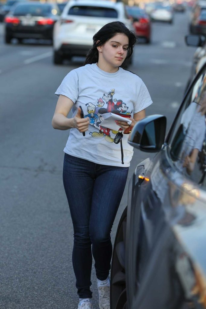 Ariel Winter in a Gray Tee