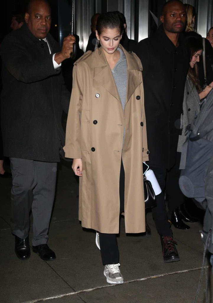 Kaia Gerber in a Beige Trench Coat