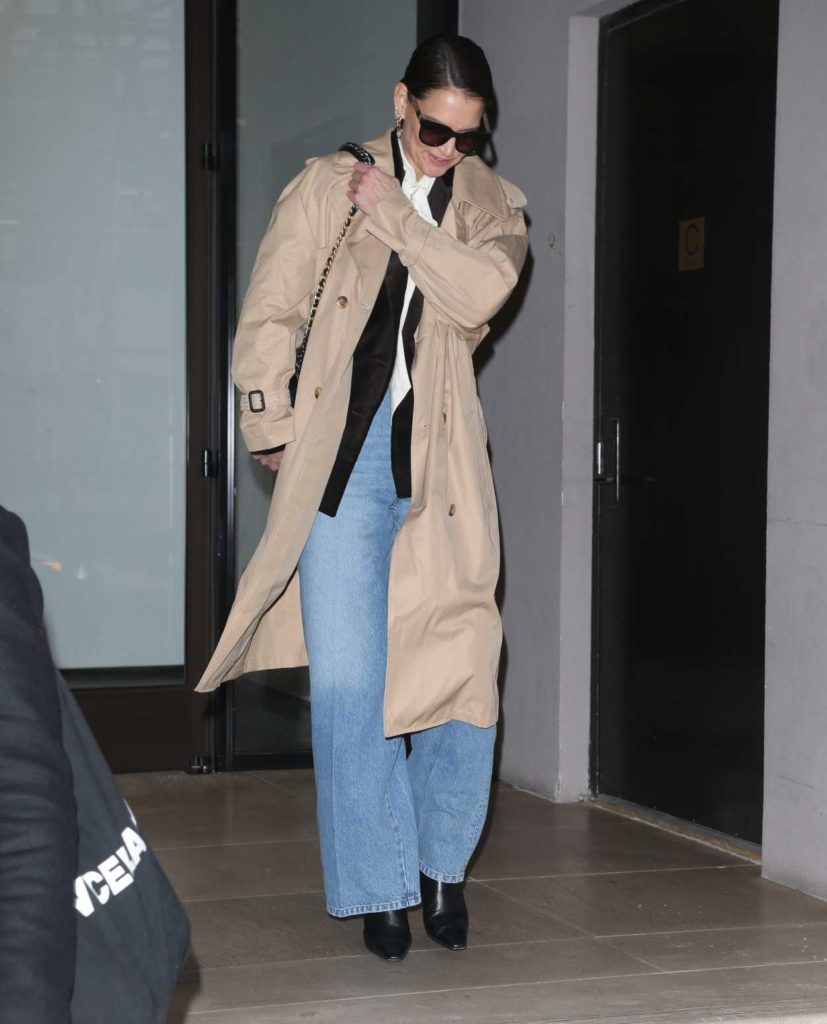 Katie Holmes in a Beige Trench Coat