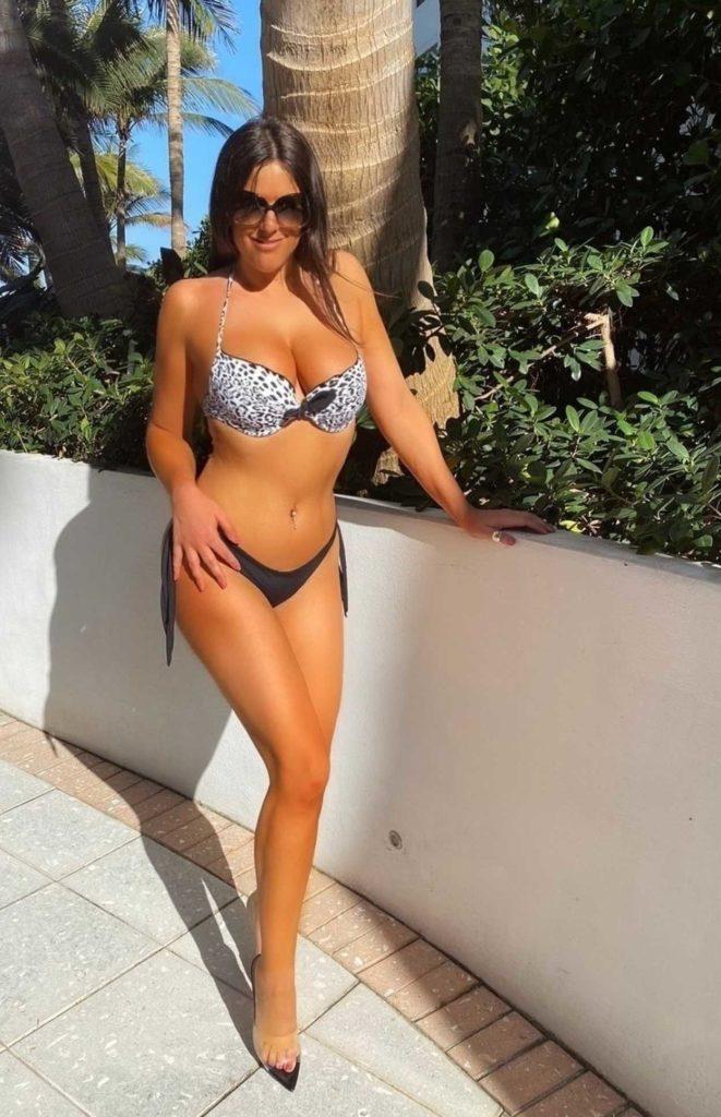 Claudia Romani in Bikini