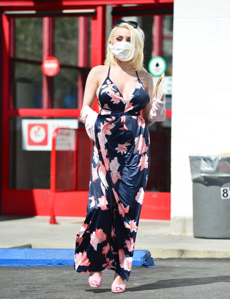 Courtney Stodden in a Medical Mask