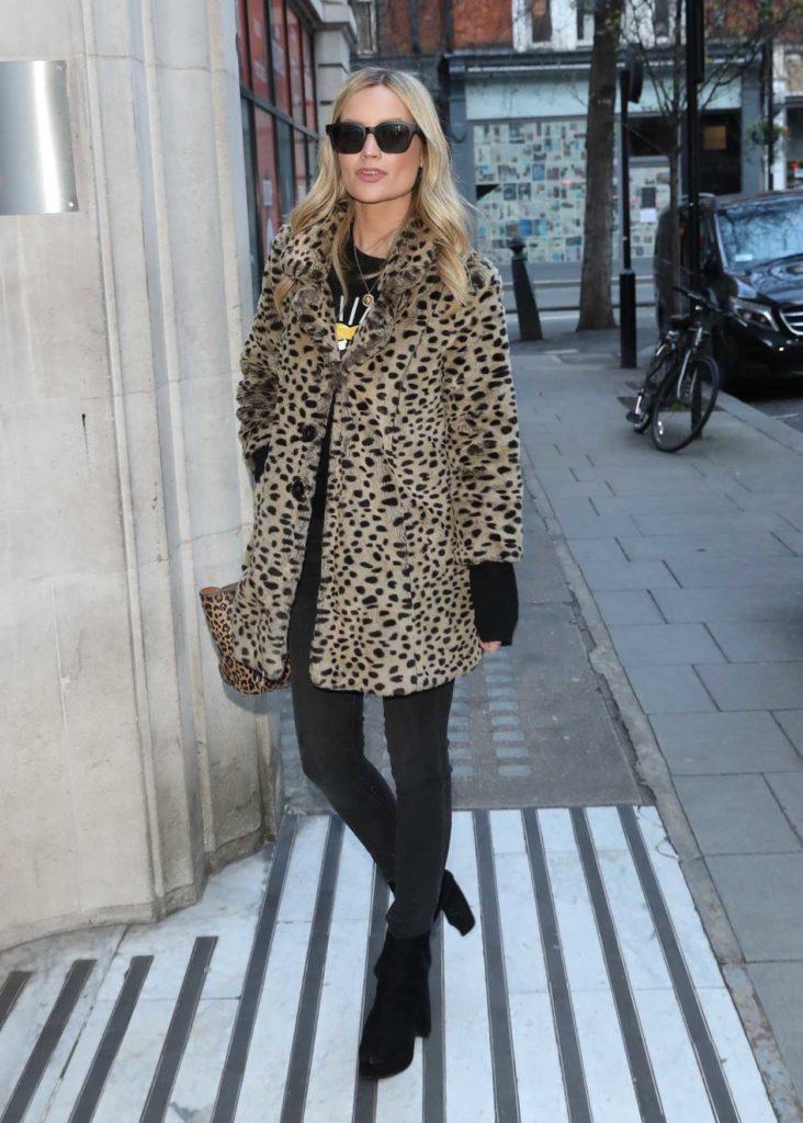 Laura Whitmore in a Beige Leopard Print Fur Coat
