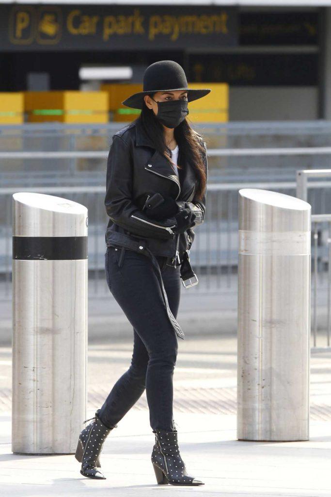 Nicole Scherzinger in a Black Surgical Face Mask