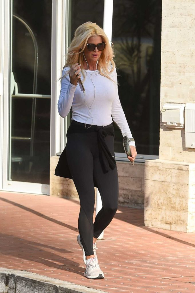 Victoria Silvstedt in a White Long Sleeves T-Shirt