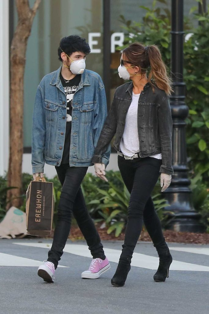 Kate Beckinsale in a Face Mask