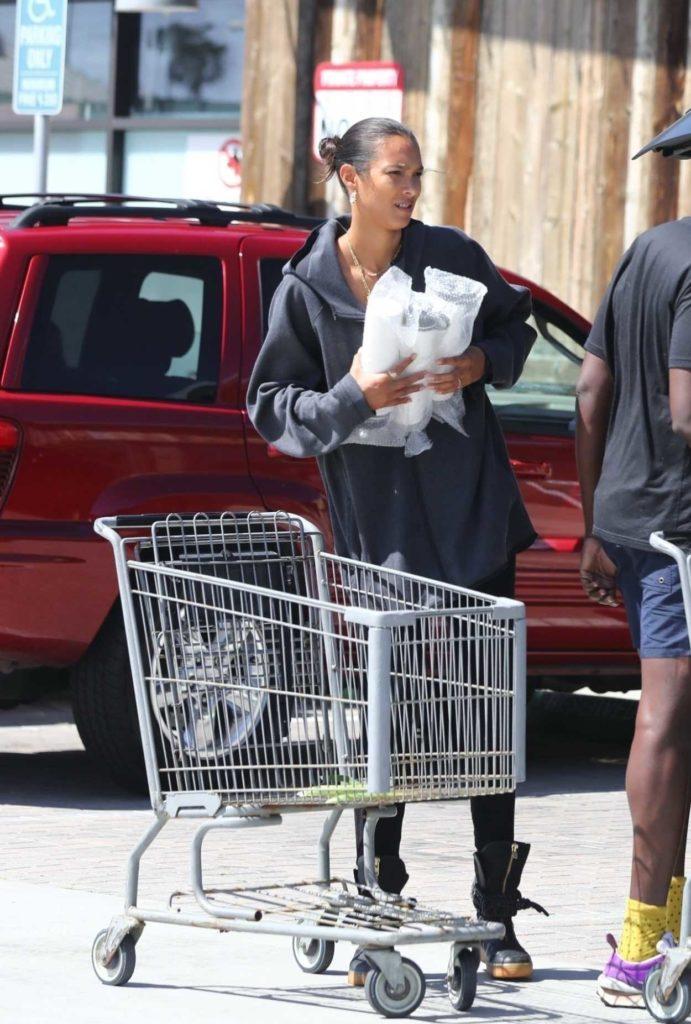 Lais Ribeiro in a Black Leggings