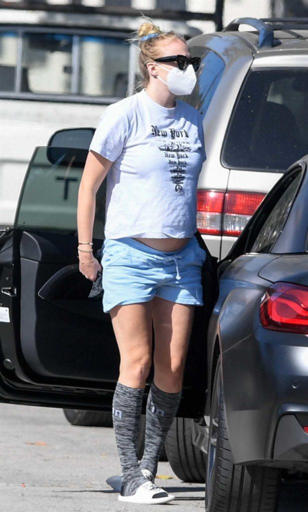 Sophie Turner in a White Flip-Flops