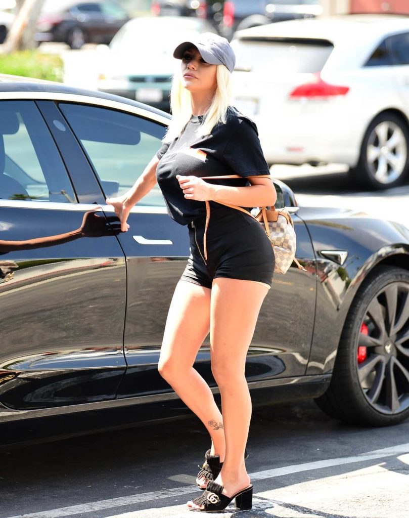 Courtney Stodden in a Black Tee