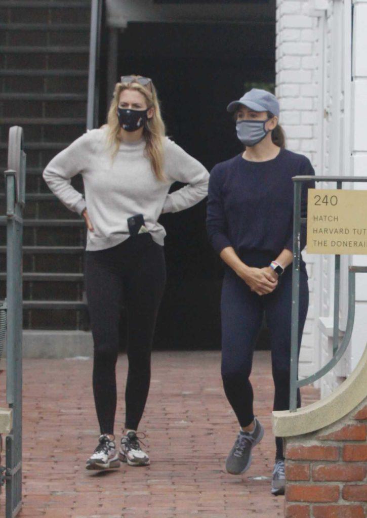 Jennifer Garner in a Gray Cap