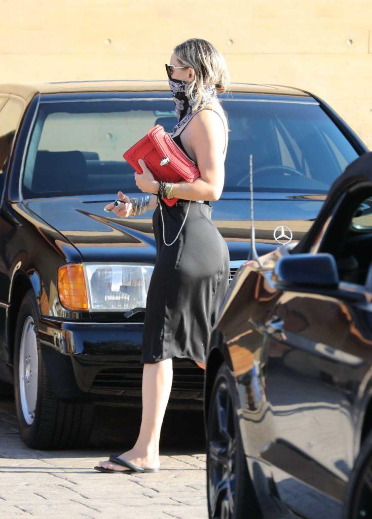 Kate Hudson in a Black Dress