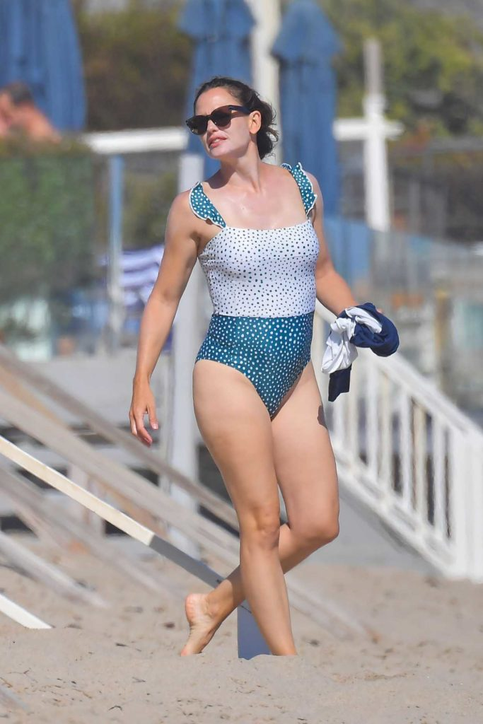 Jennifer Garner in a Polka Dot Swimsuit