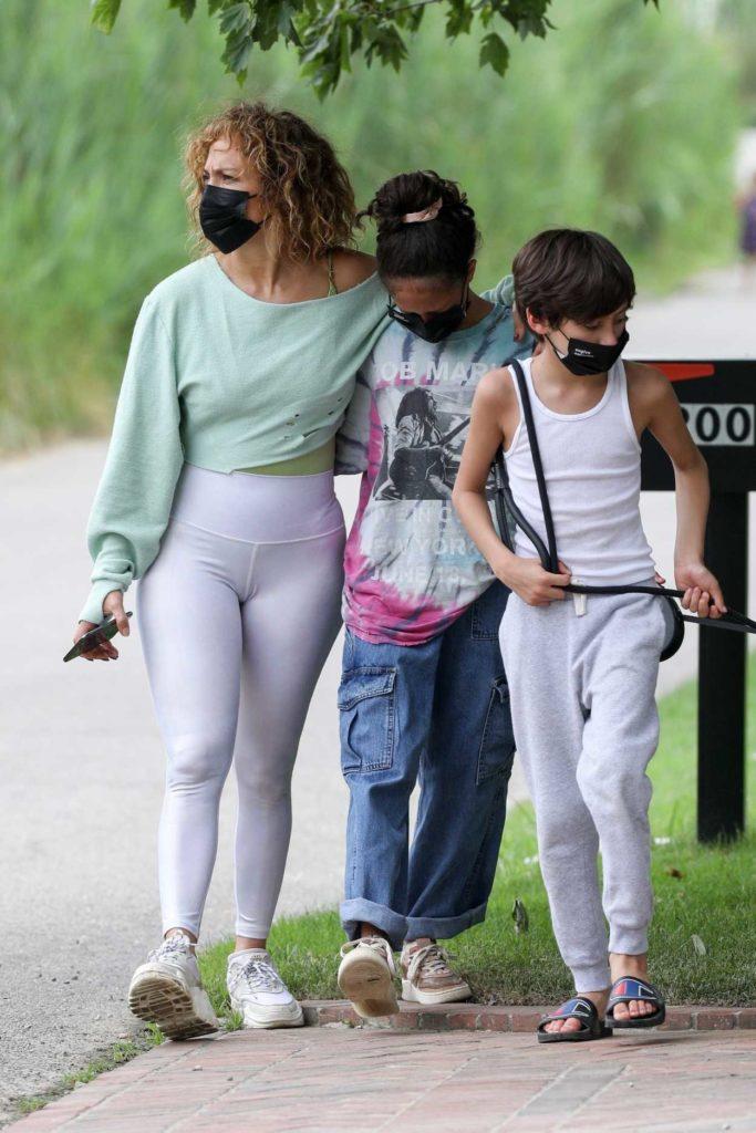 Jennifer Lopez in a White Leggings