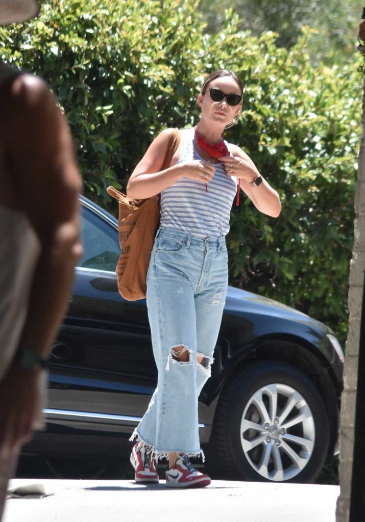 Olivia Wilde in a Blue Ripped Jeans