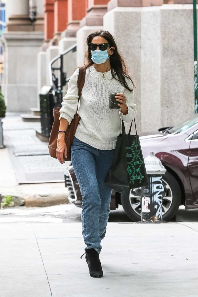 Katie Holmes Protective Mask