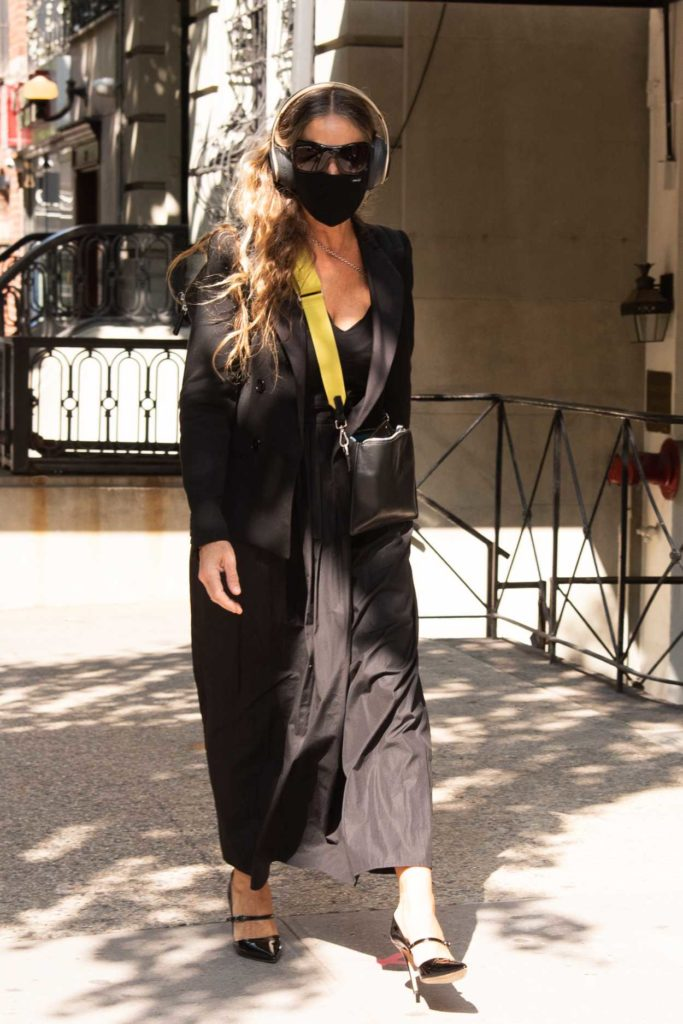 Sarah Jessica Parker in a Black Protective Mask