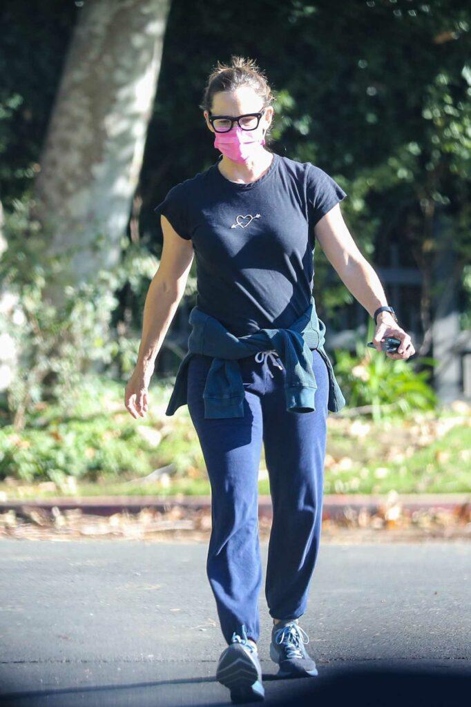 Jennifer Garner in a Black Tee