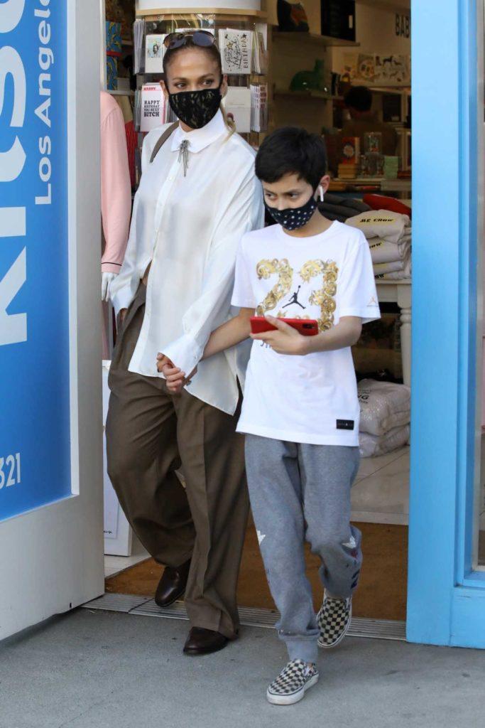 Jennifer Lopez in a White Shirt