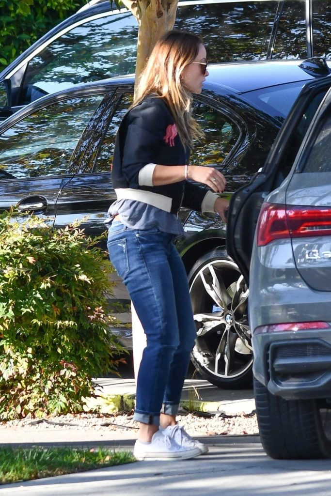 Olivia Wilde in a White Converse Trainers