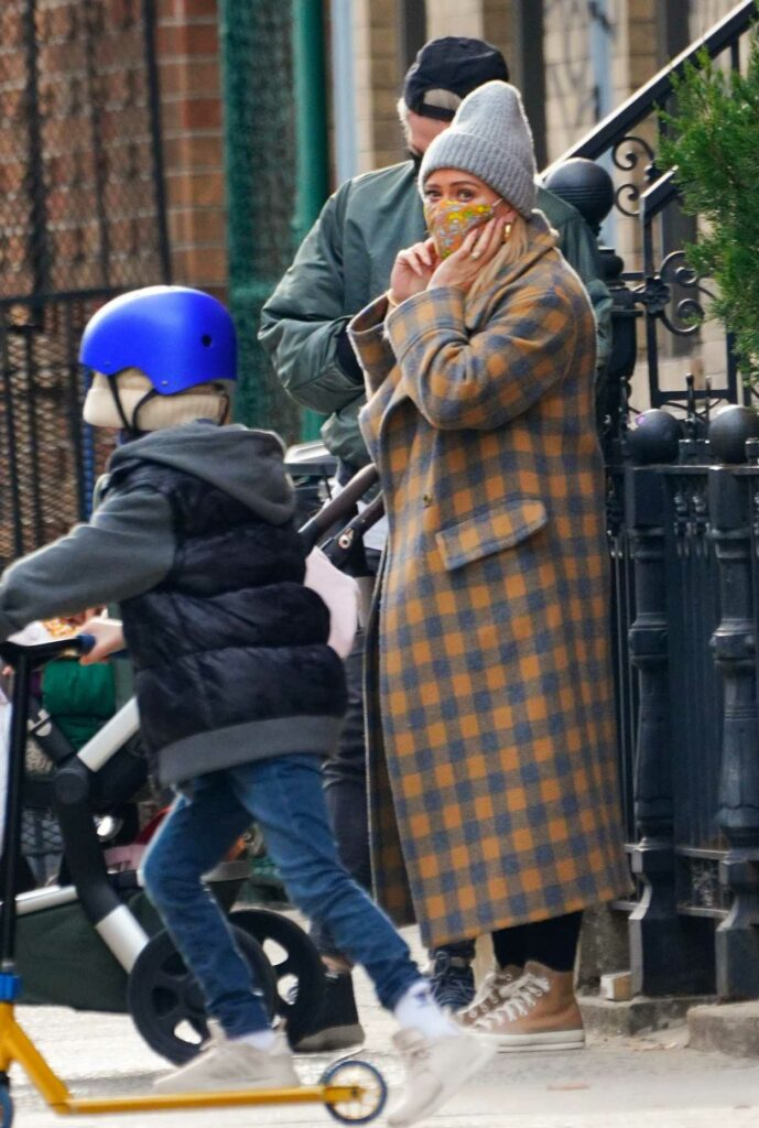 Hilary Duff in a Grey Beanie Hat