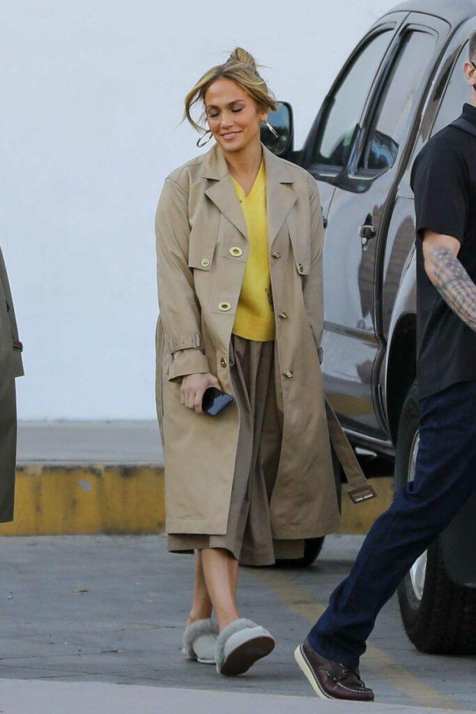 Jennifer Lopez in a Beige Trench Coat