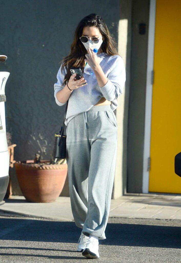Olivia Munn in a Grey Sweatpants