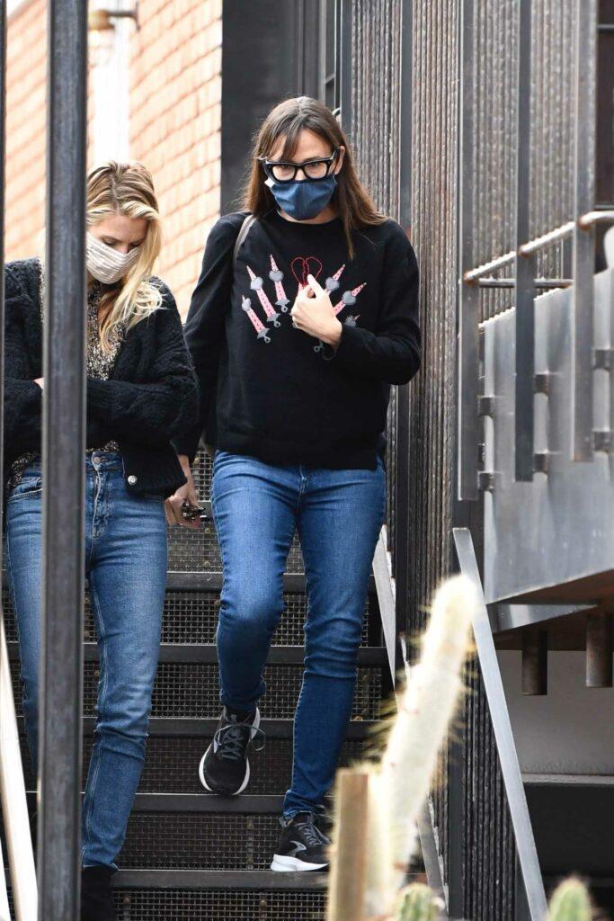 Jennifer Garner in a Black Sweatshirt